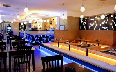 Sala, zona tatami e bar